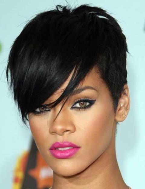 Rihanna-Trendy-Pixie-Haircut1